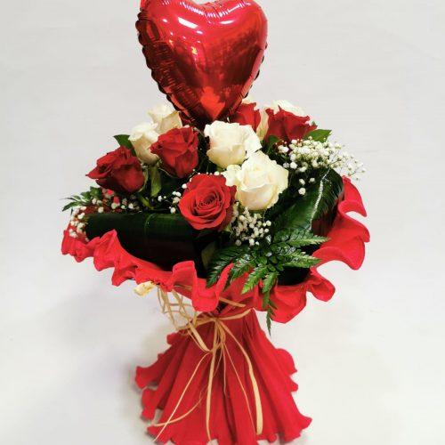 12 rosas bicolor con globo