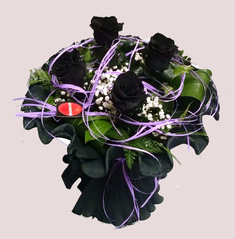 Ramo De 4 Rosas Negras Presentadas Con Verdes Naturales