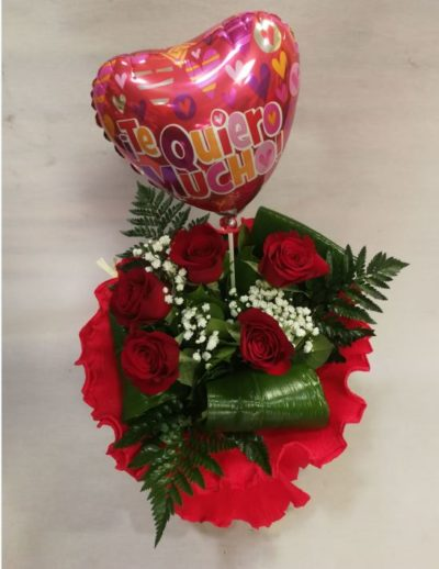 ramo rosas con globlo