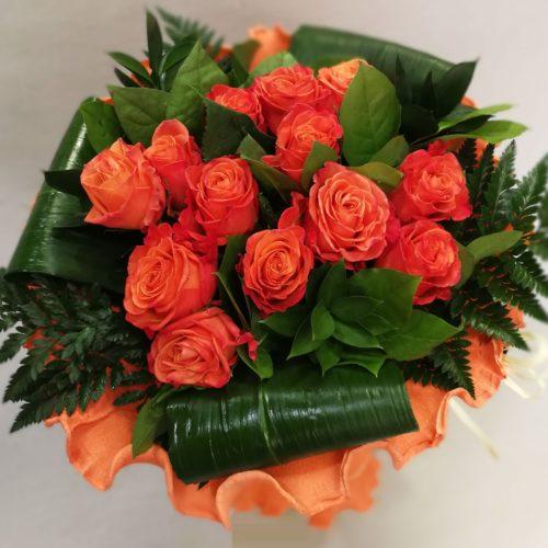 Ramo de rosas de color naranja para regalar